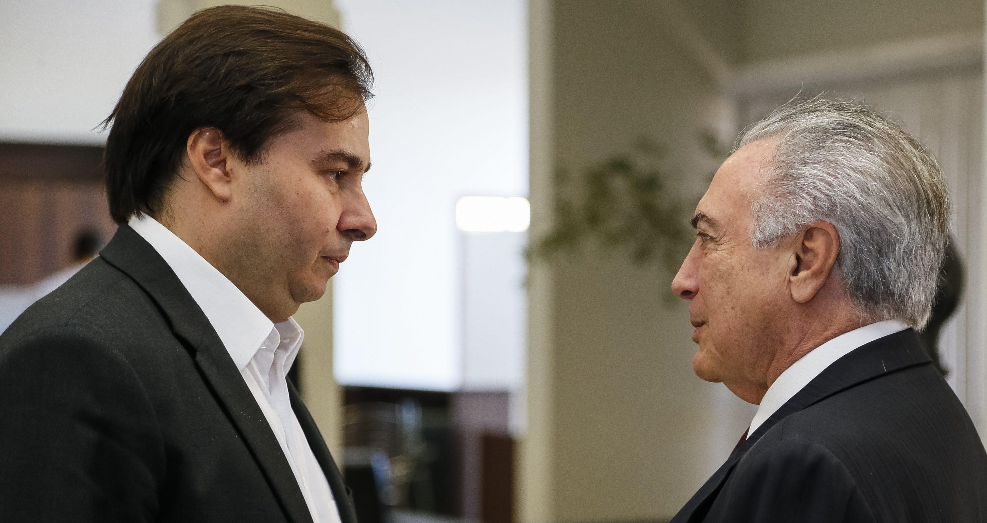 Decreto sobre a Eletrobras provoca atrito entre Moreira Franco e Rodrigo Maia
