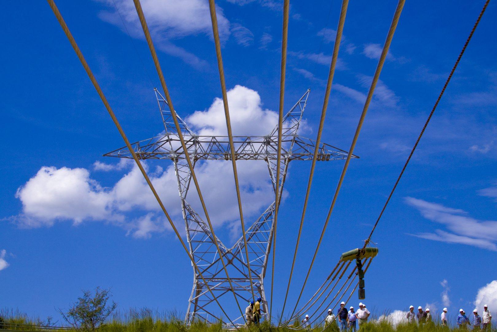 Setor elétrico fica dividido com notícia do adiamento do preço horário