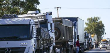 Média de sobrepeso em caminhões multados chega a 31% além do permitido, aponta CNT