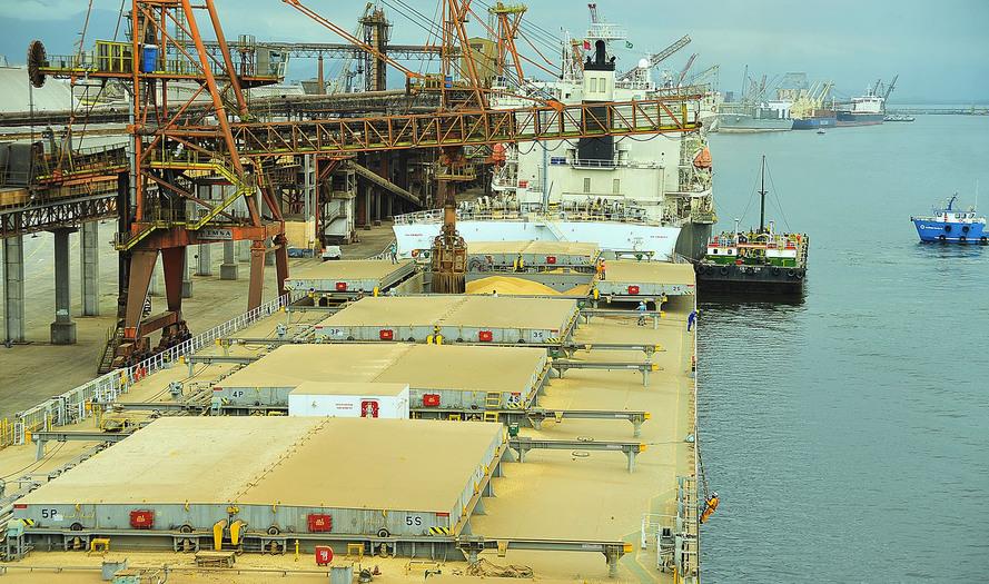 Brasil precisa investir R$ 25 bilhões em portos até 2040, informa estudo da CAF