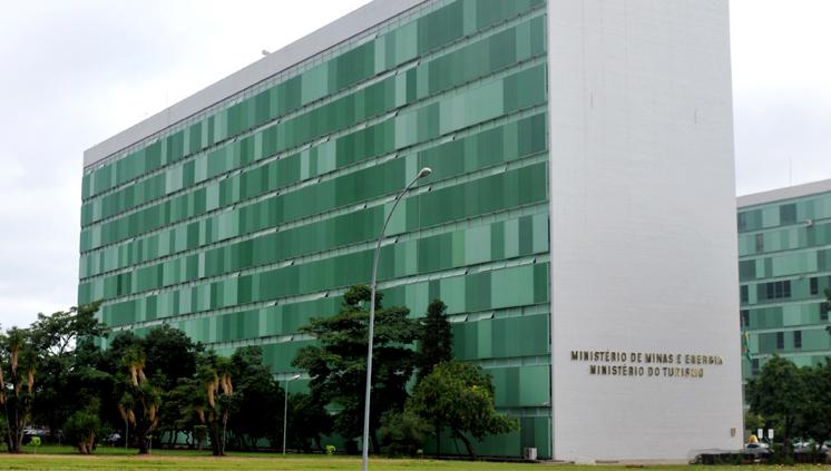 Oposição política ao nome de Pedrosa embaralha decisão para ministério de Minas e Energia