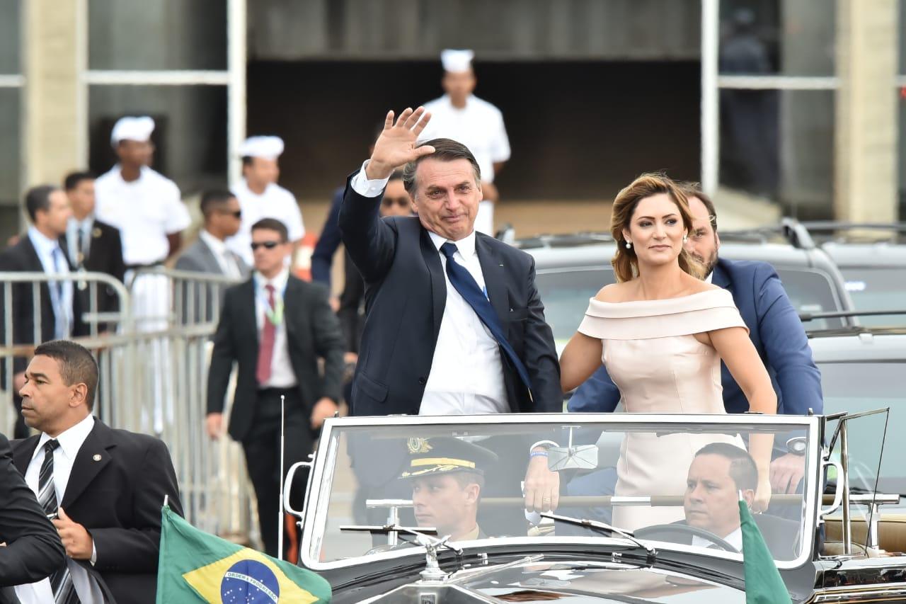 Bolsonaro toma posse e fala em acabar com o gigantismo estatal