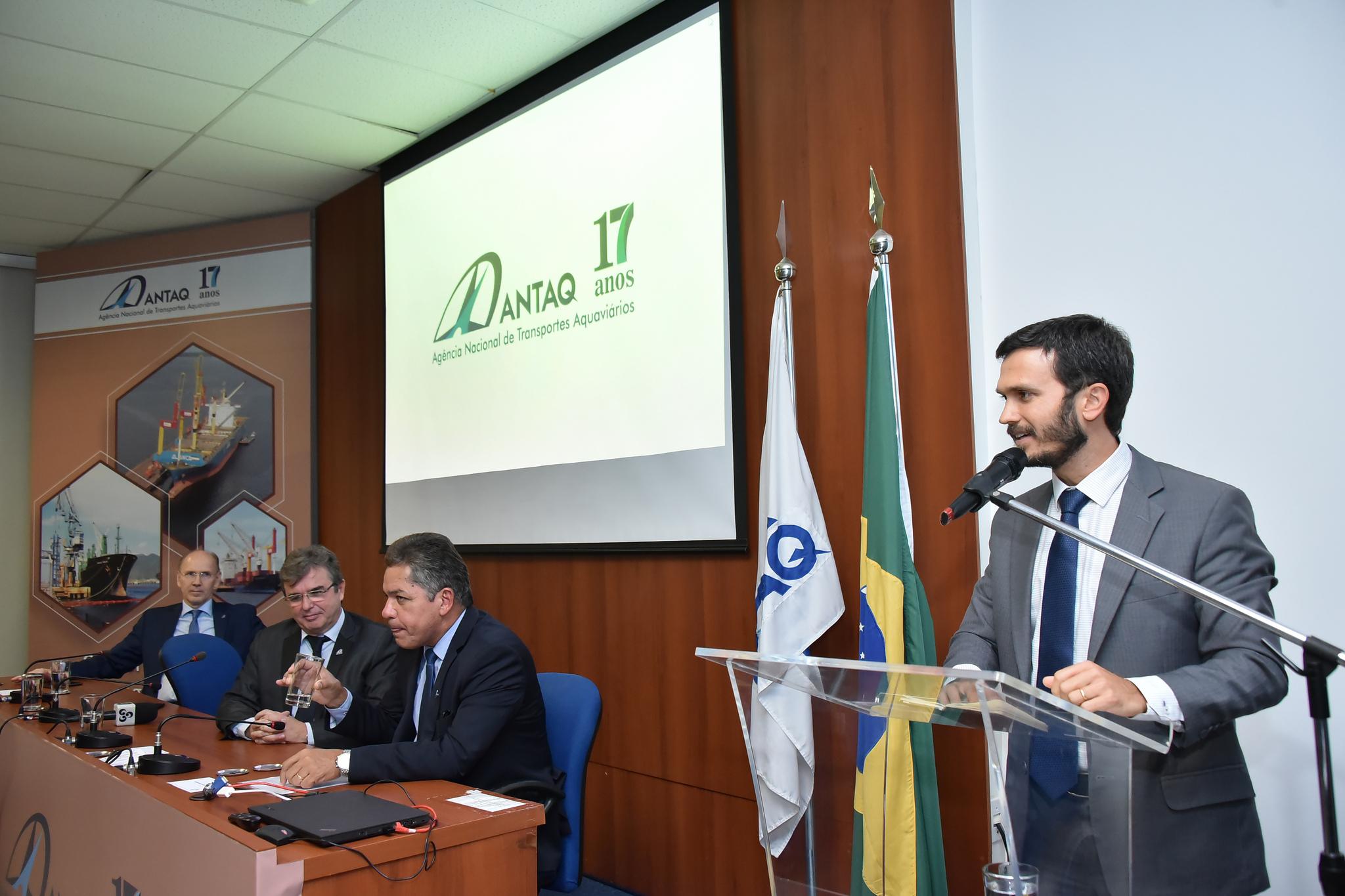 Secretário diz que regulamenta Decreto dos Portos com portaria única até abril