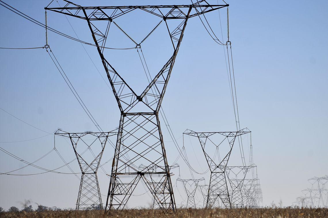 Energia elétrica subiu 230% em 18 anos, enquanto inflação foi de 189%, diz ANEEL