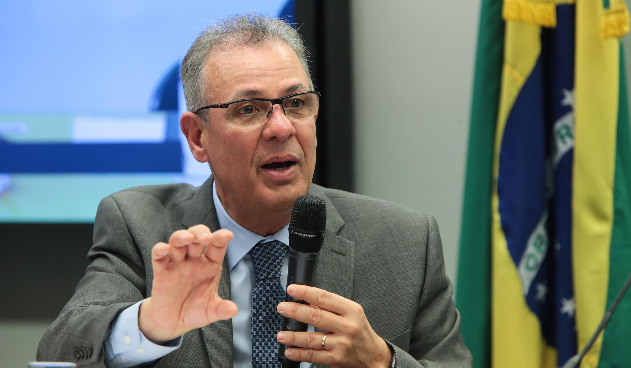 Ministro diz que apresentará novo modelo da área de gás em abril