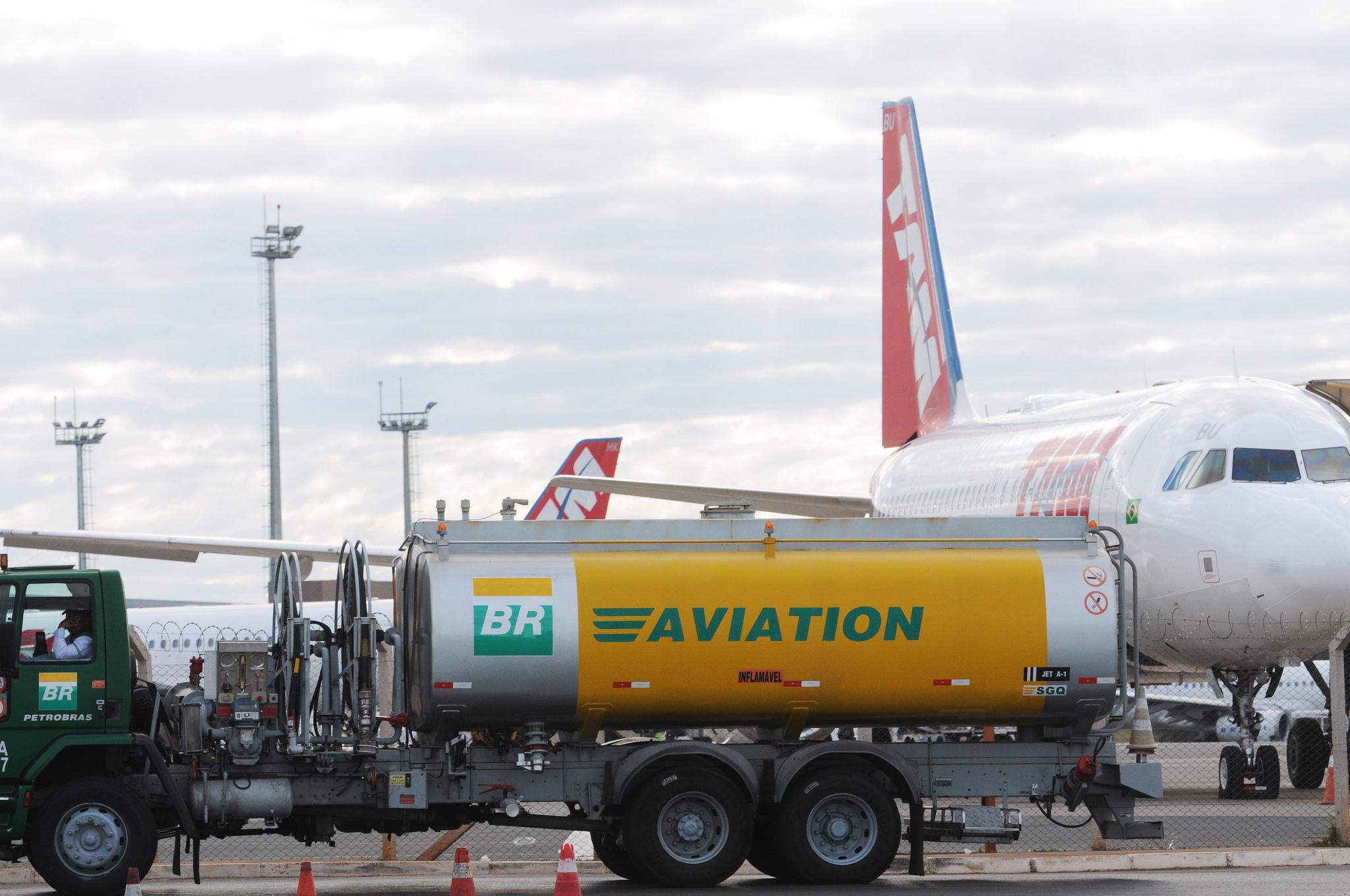 Brasil faz América Latina ter custo de combustível de aviação mais alto no mundo