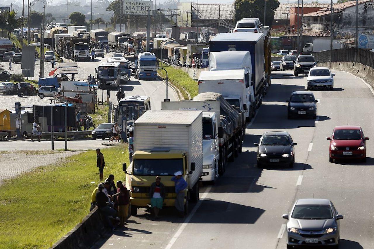 Caminhoneiros exigem aumento do piso mínimo de frete e fim do atravessador