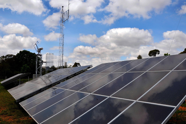 Portugal e Espanha, que cobram pelo uso do fio elétrico, trocam experiências com o Brasil sobre geração distribuída