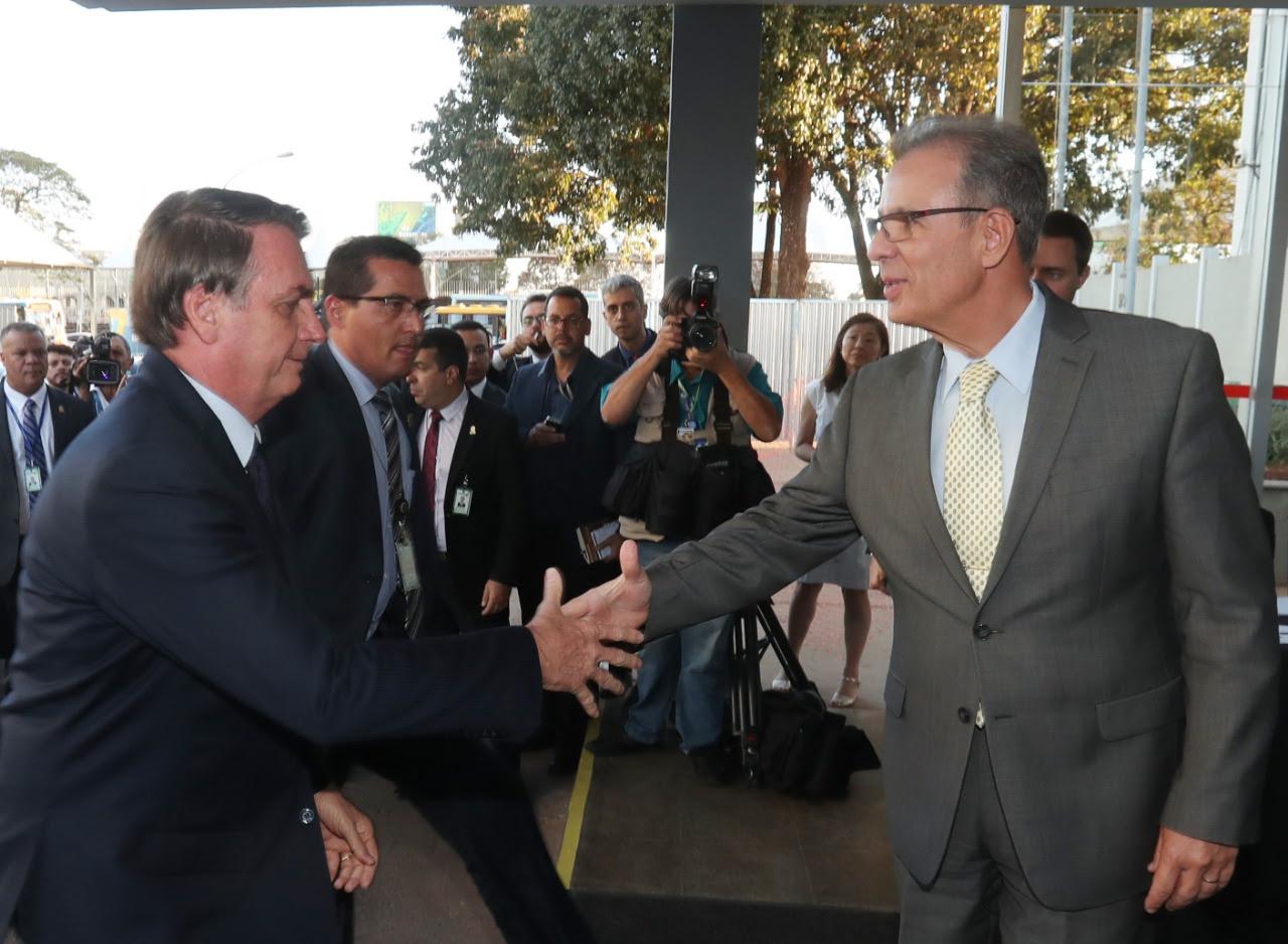 Para calar rumores, Bolsonaro visita Bento na sede do MME em sinal de apoio político