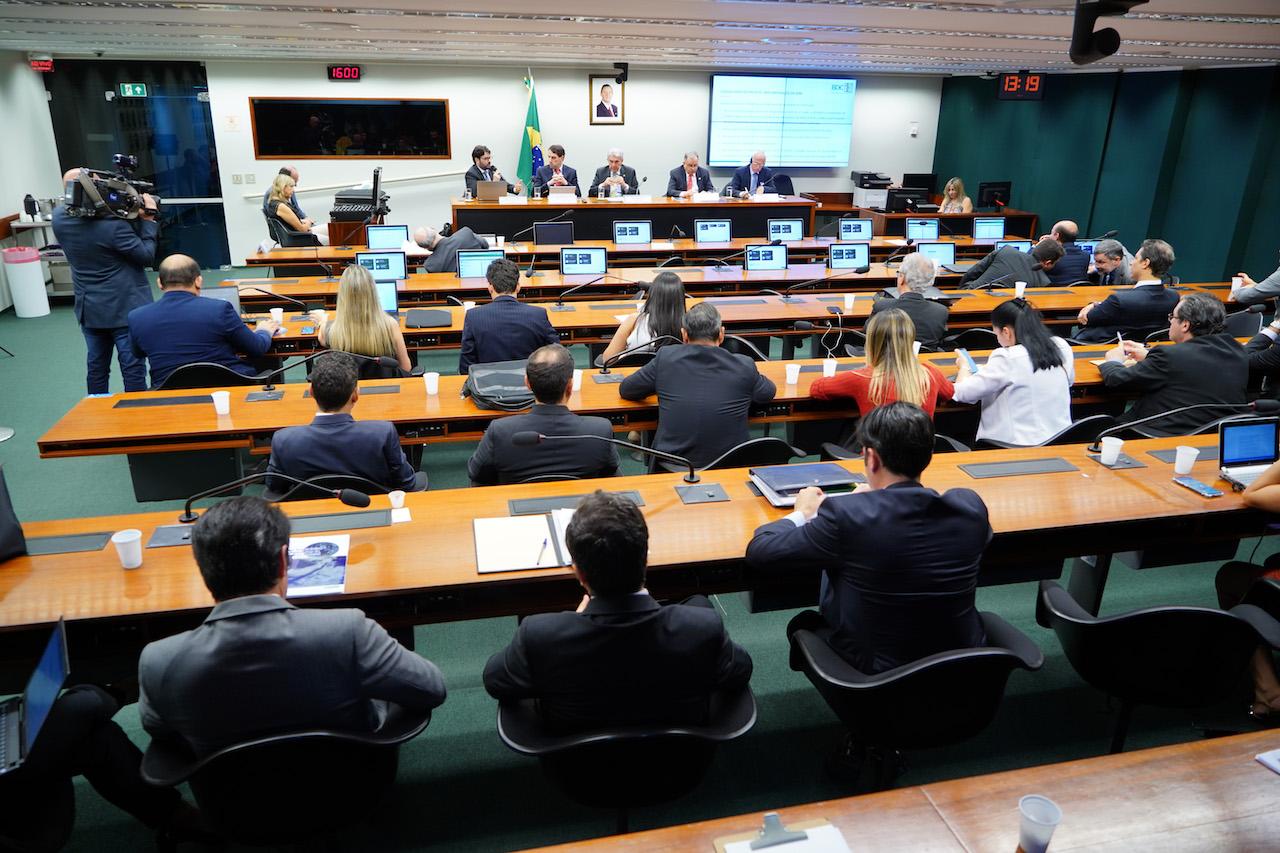 Contribuições à comissão especial tentam ampliar mecanismos para garantir investimentos