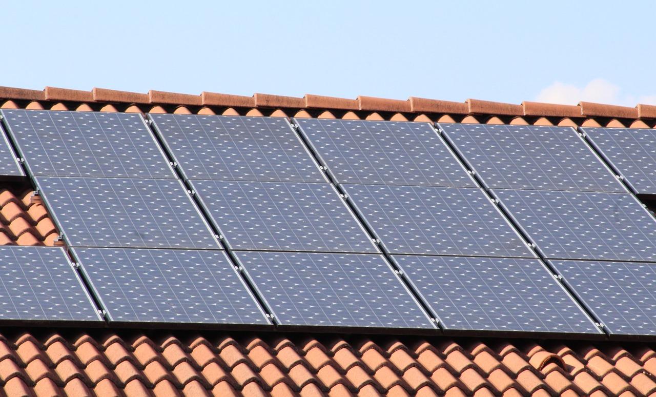 Solar manterá subsídio por 25 anos para contratos vigentes, acordam ANEEL e associações