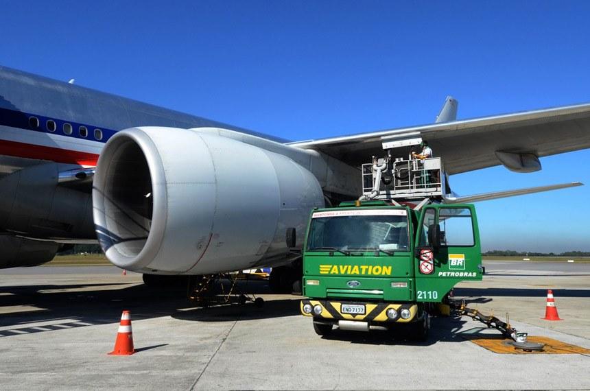 Empresas aéreas criticam políticas de preços da Petrobras para combustível de aviação
