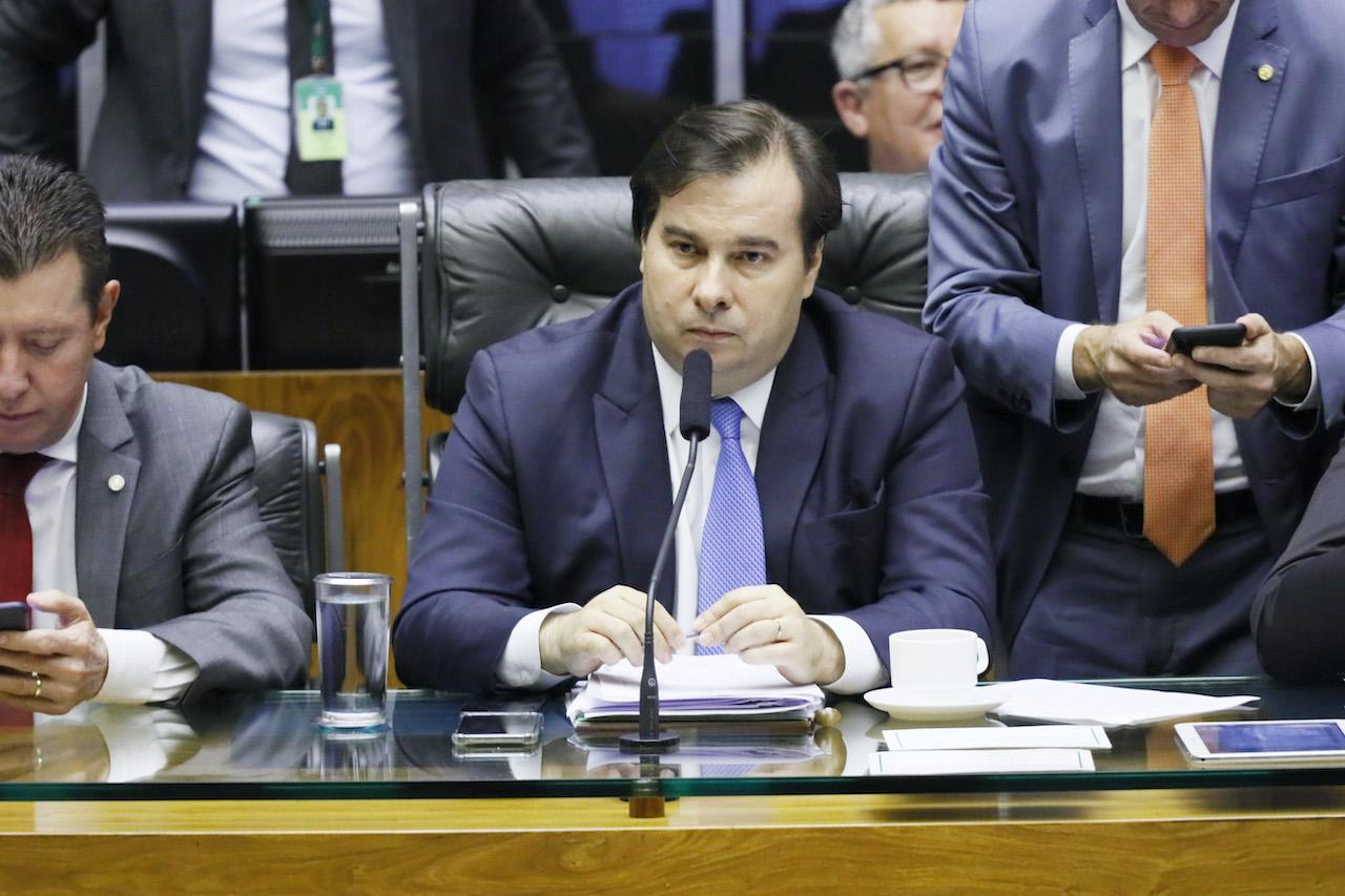 Rodrigo Maia reluta em criar comissão especial para PL da Eletrobras