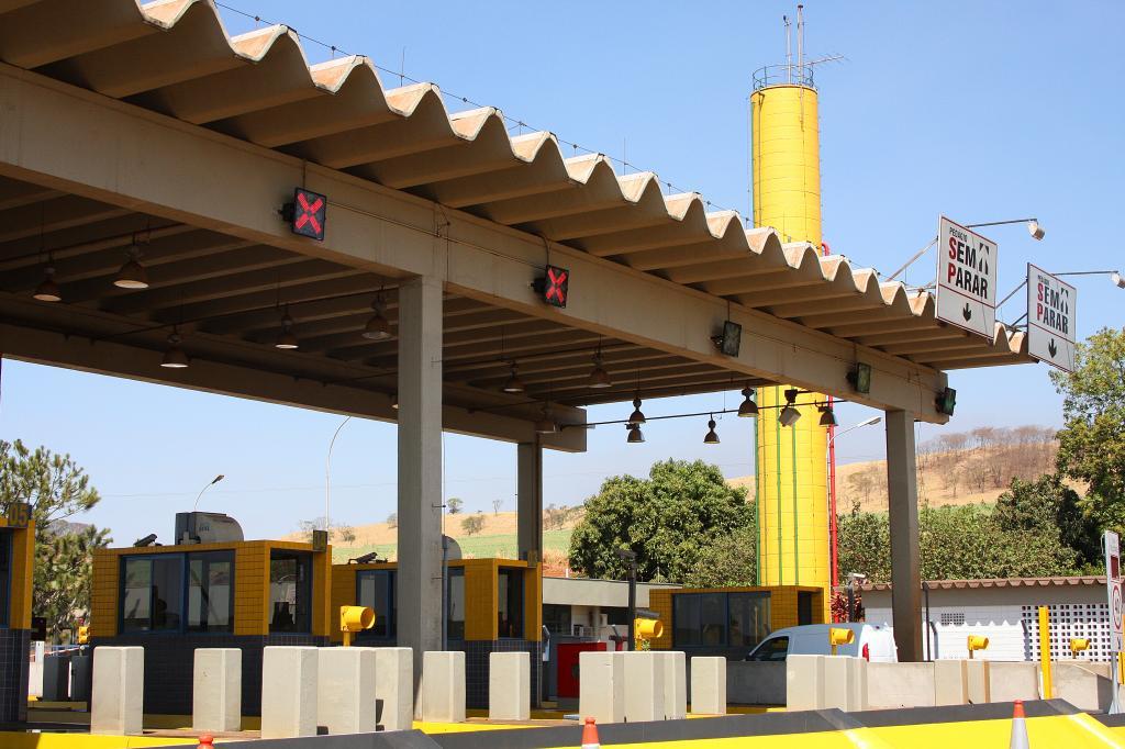 Com redução de até 70% no fluxo, grandes empresas de carga querem suspender pedágio em rodovias
