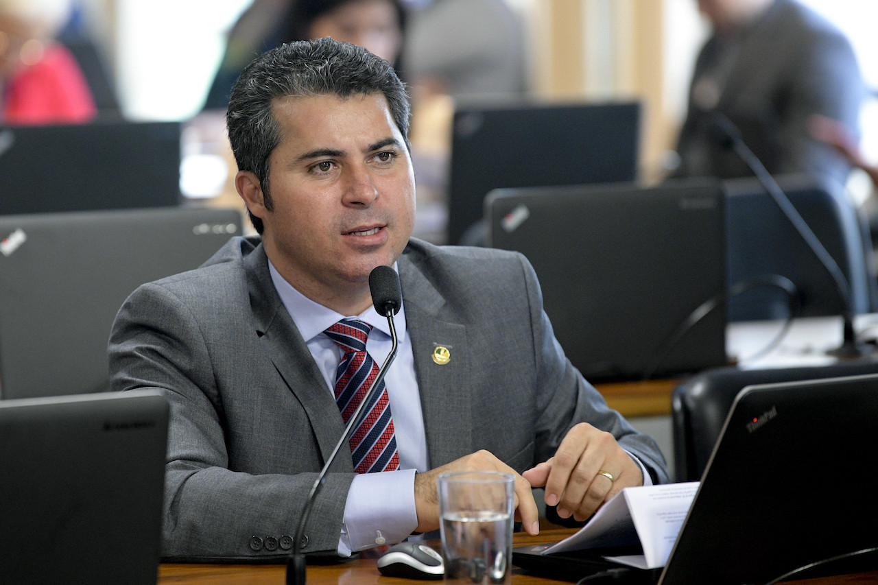 GSF deve ser analisado fora da MP de socorro ao setor elétrico, diz senador