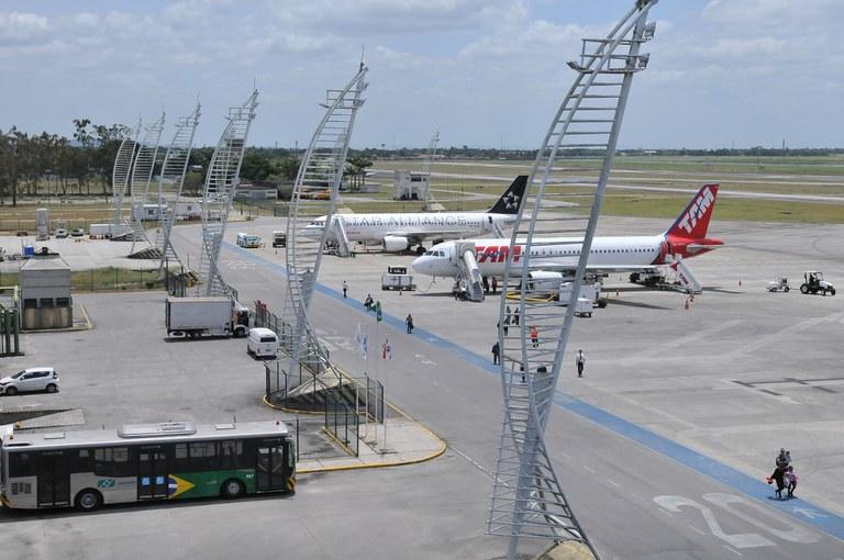 Custo da judicialização no setor aéreo é de R$ 1 bi ao ano, apontam diretores da ANAC