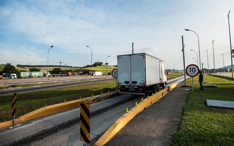 iNFRADebate: Liberação do controle do peso por eixo nos caminhões pode causar mais danos do que benefícios