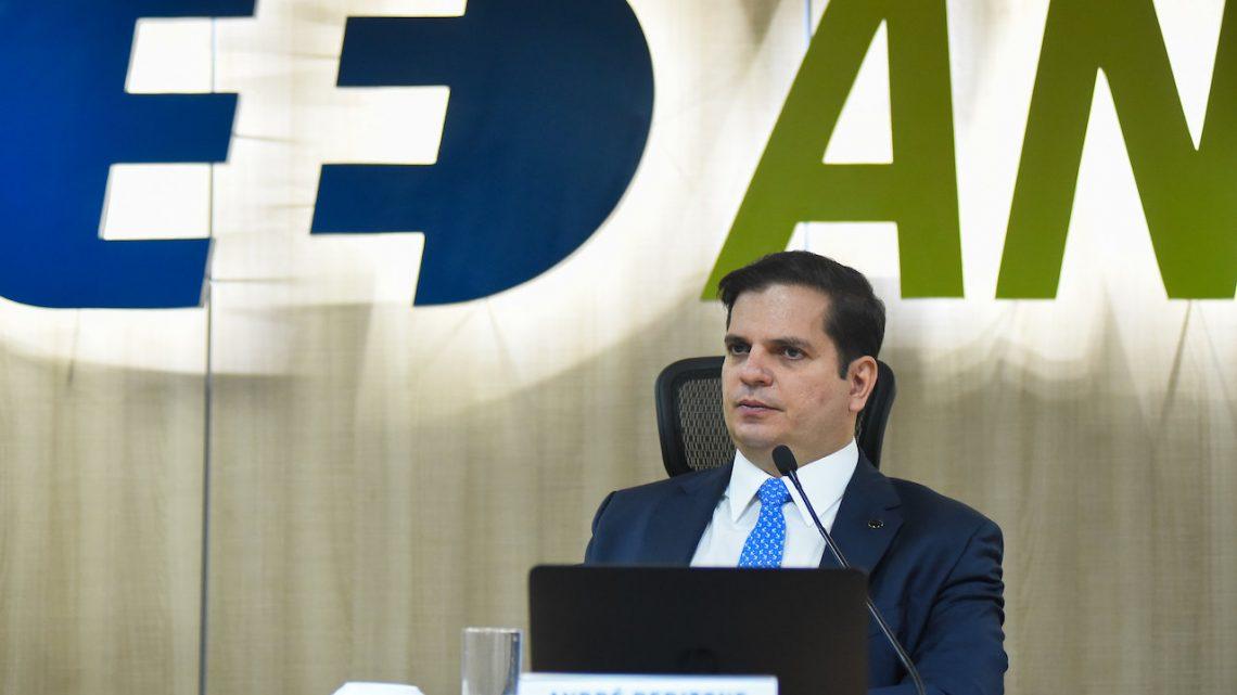 Conta-Covid é para capital de giro e não pode ser comparada a empréstimo para investimento, diz diretor-geral da ANEEL