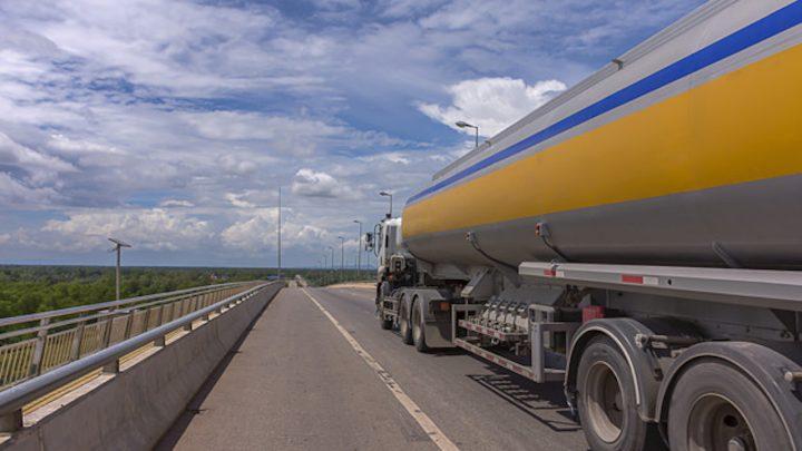 Essenciais, biodiesel, etanol e QAV têm alta dependência do transporte rodoviário no país