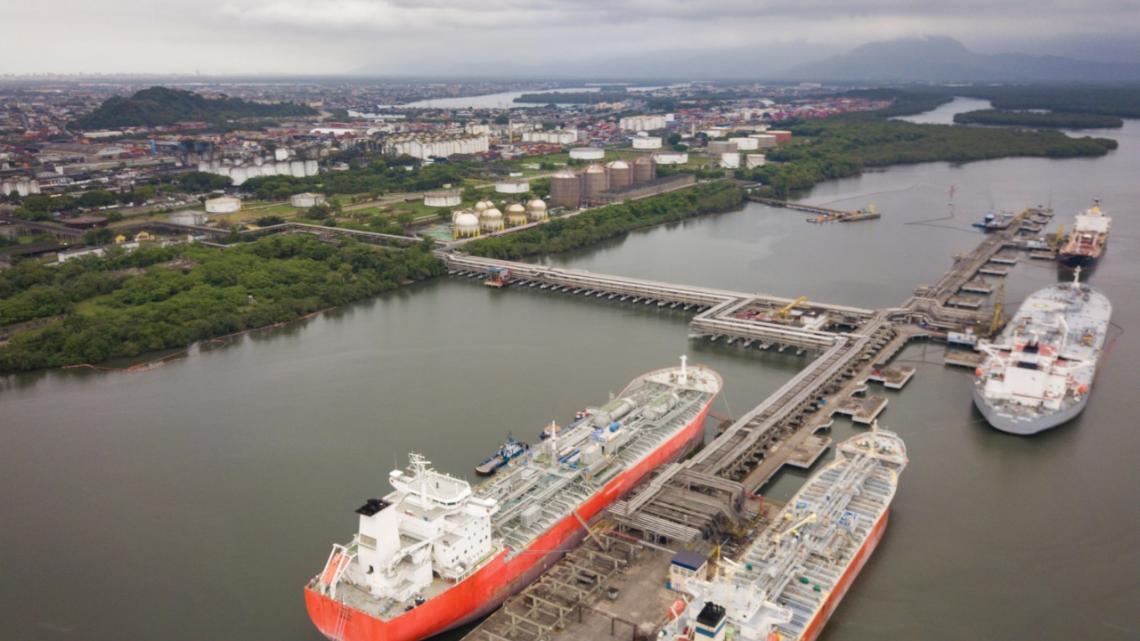 Para ampliar competição, grande terminal de líquido em Santos terá dois berços exclusivos