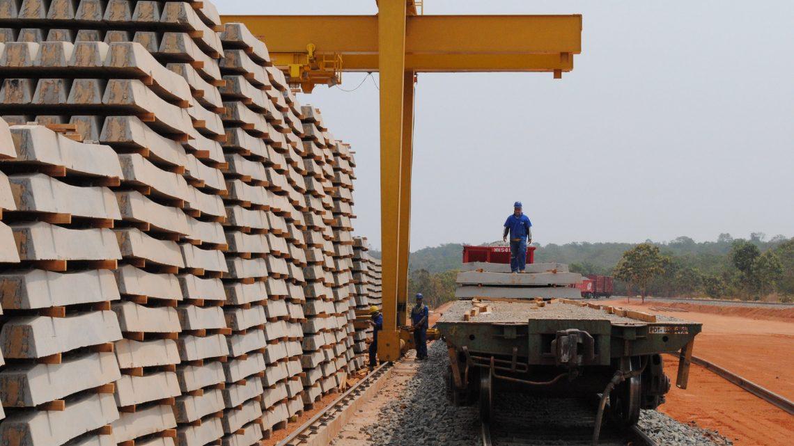Em oposição a ministro, governador do MT abre caminho para autorizar extensão da Ferronorte